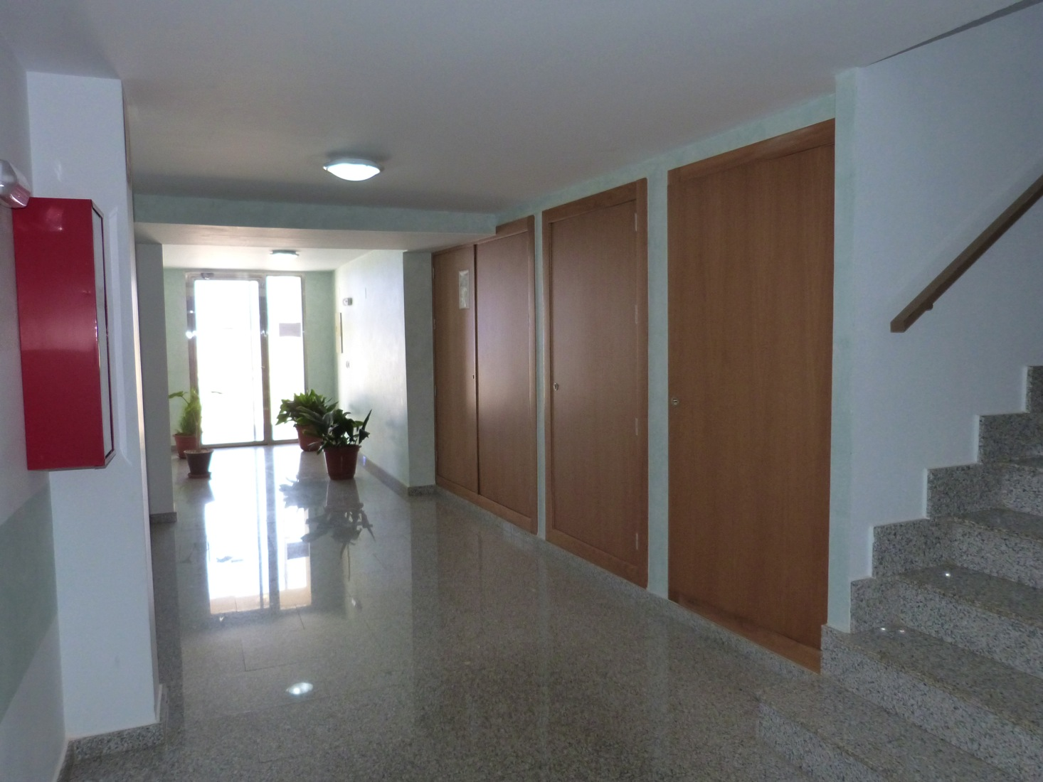 MODERN 2 BED APARTMENT - 300m TO THE BEACH