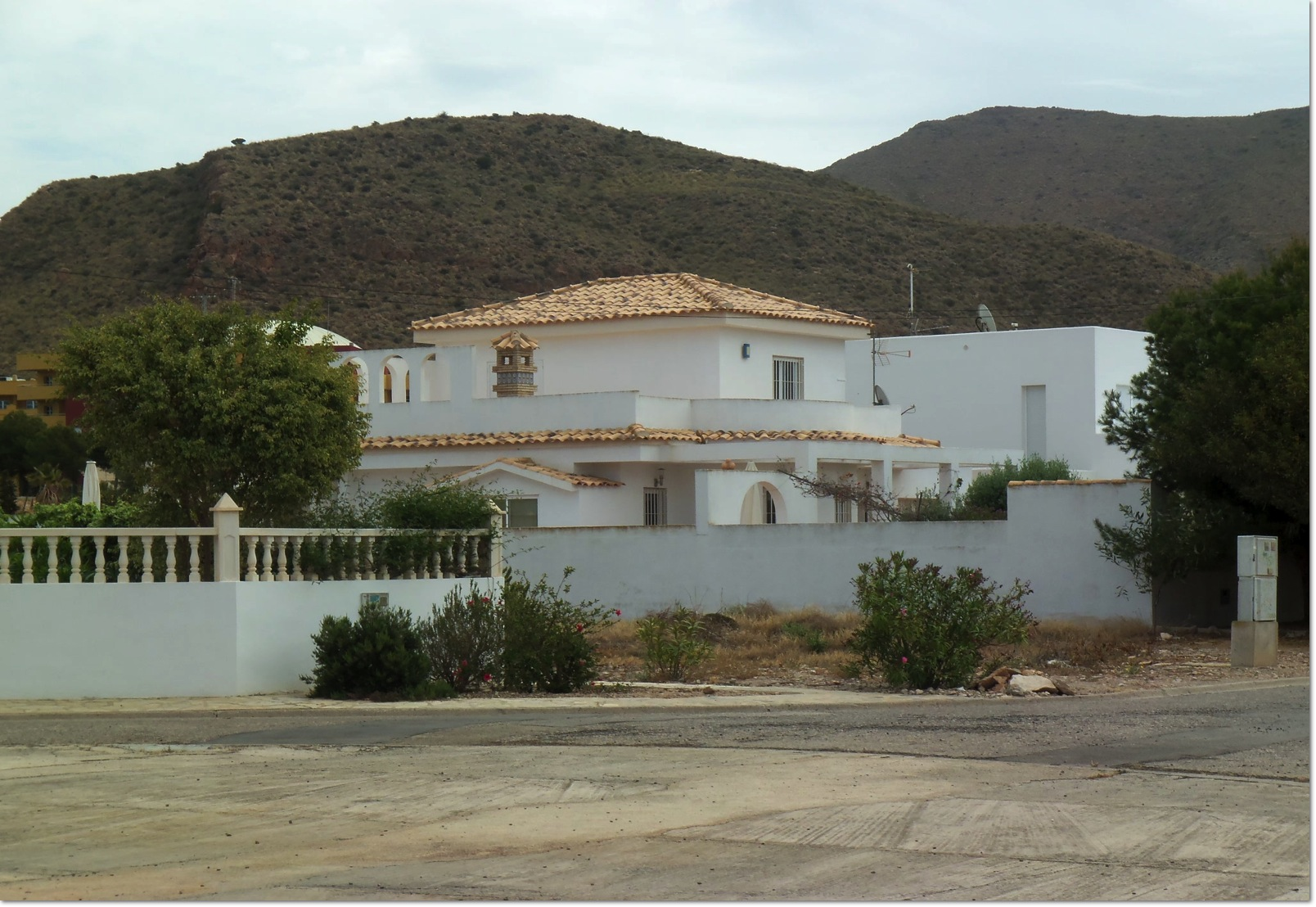 A Lovely 3 Bed, 2 Bath Villa just a stroll to the Beach!