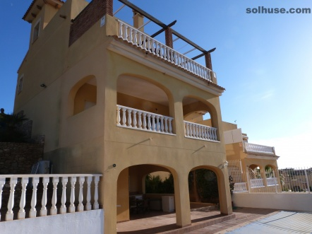 LUXURIOUS CONTEMPARY VILLA WITH 5 BEDS, POOL & STUNNING SEA VIEWS