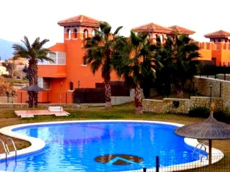 LOVELY 2 BED, 1 BATH APARTMENT, COMMUNAL POOLS & SEA VIEW