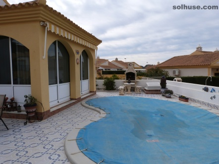 SEMI-DET BUNGALOW, 2 BEDS, OWN POOL IN COUNTRY CLUB