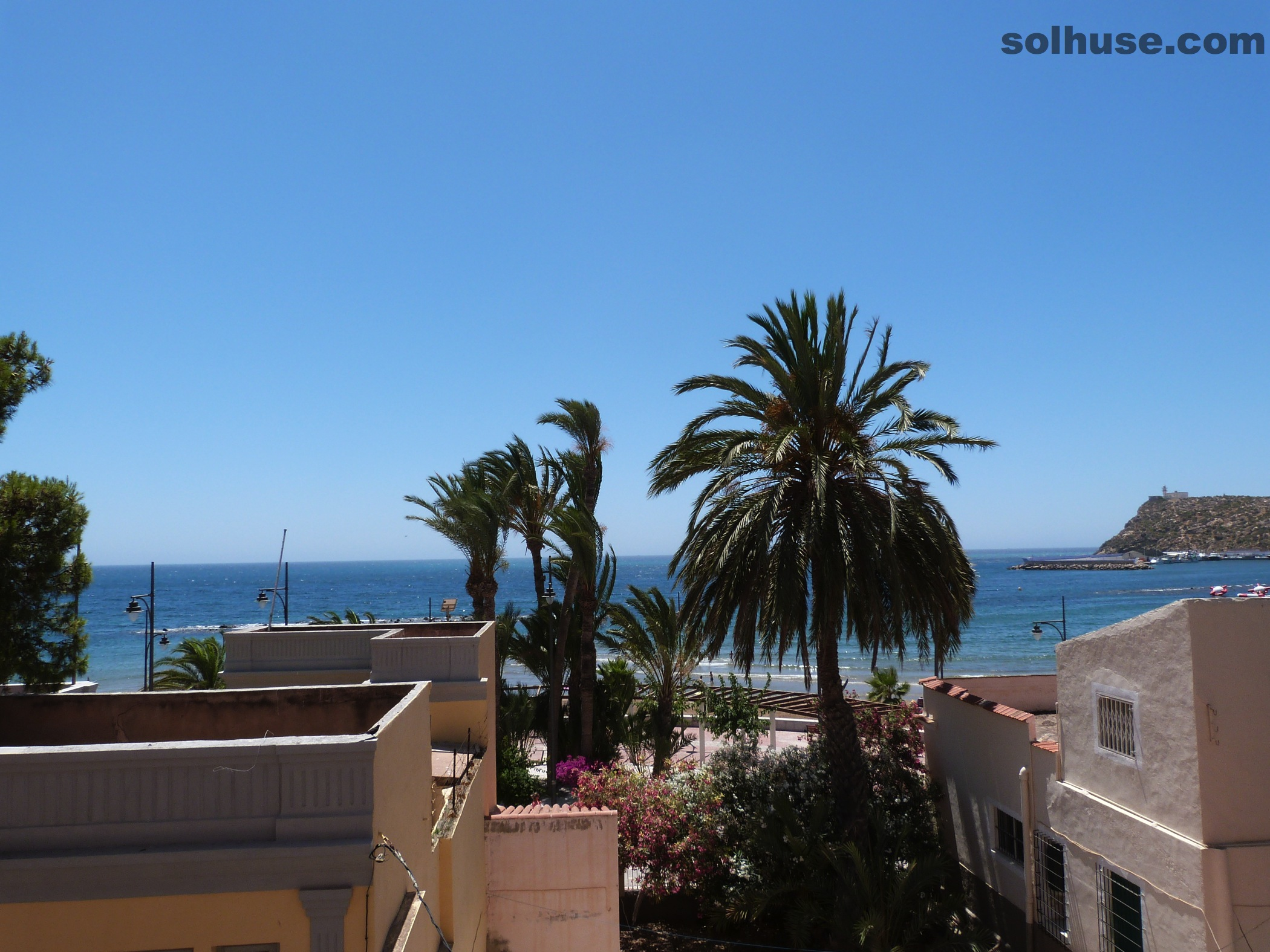 LARGE 2 BED APARTMENT, PARKING, SECOND LINE WITH SEA VIEWS
