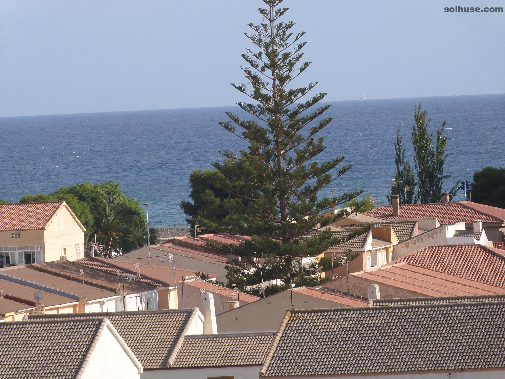 LOVELY PENTHOUSE, 2 BEDS, COMMUNAL POOL & SEA VIEWS
