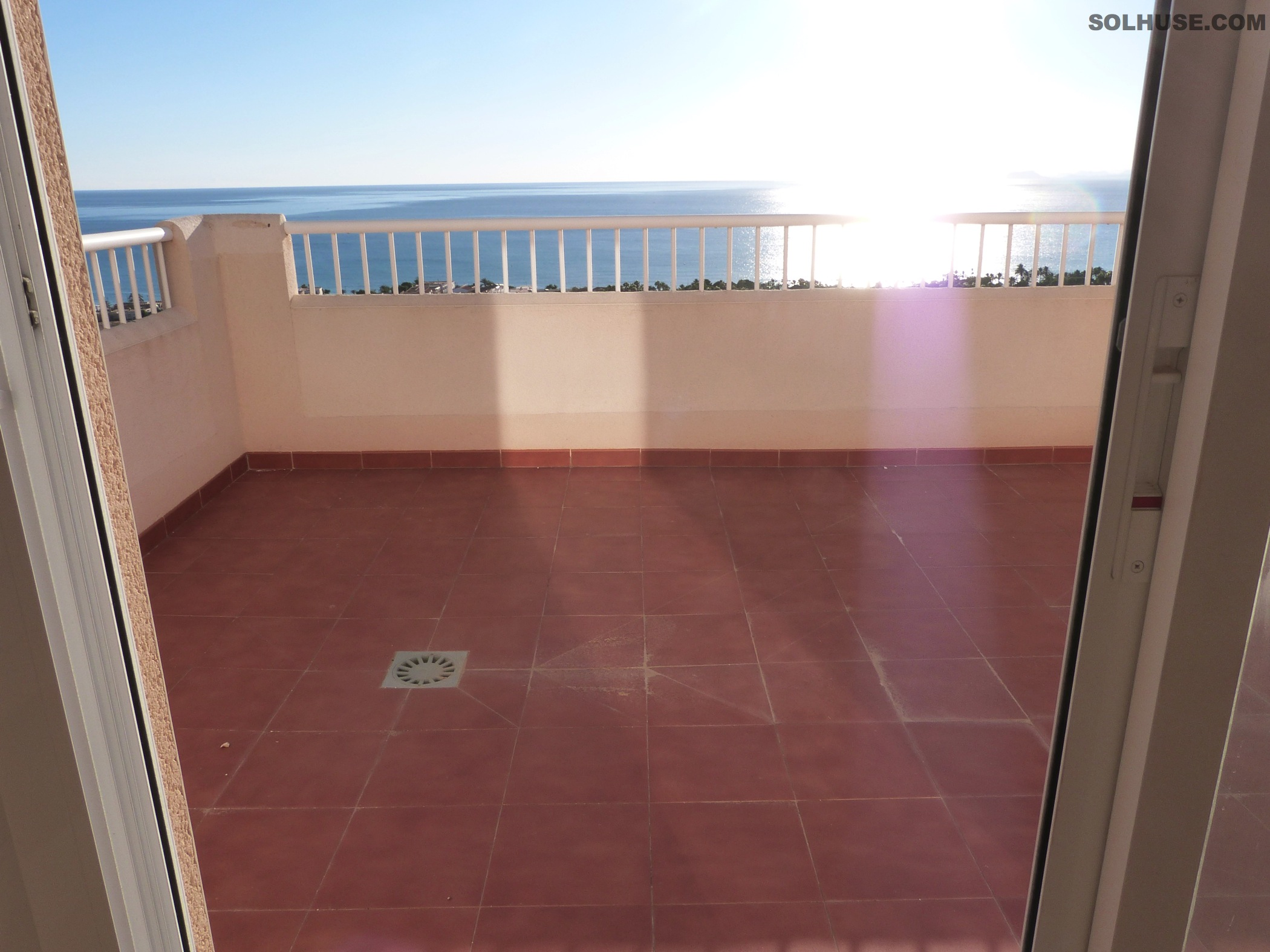 FAB PENTHOUSE, 3 BEDS, 2 BATHS, COMMUNAL POOL & SEA VIEWS