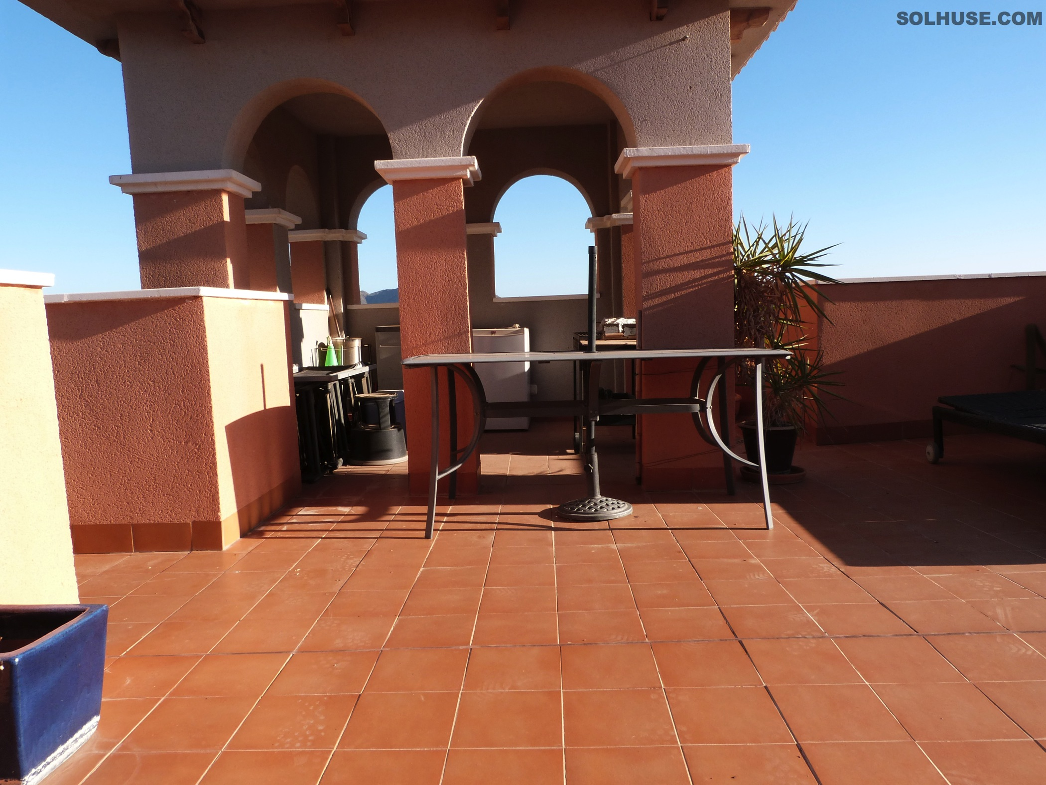 IMMACULATE 3 BED PENTHOUSE, SEA VIEWS & COMMUNAL POOL