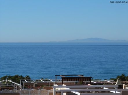IMMACULATE 2 BED PENTHOUSE, SEA VIEWS & COMMUNAL POOL