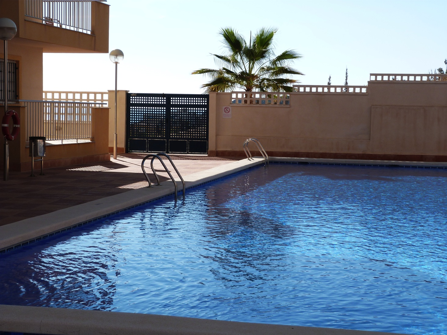 IMMACULATE PENTHOUSE, 2 BEDS, COMMUNAL POOL