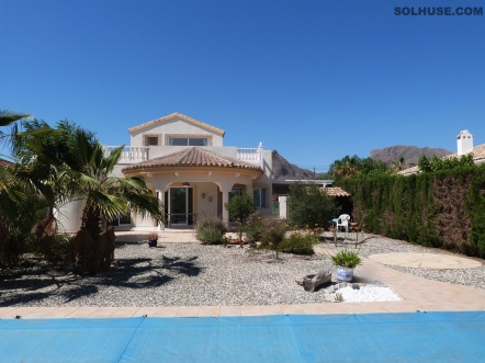 STUNNING DELUXE DETACHED VILLA, 3 BED, POOL, FAB SEA VIEWS