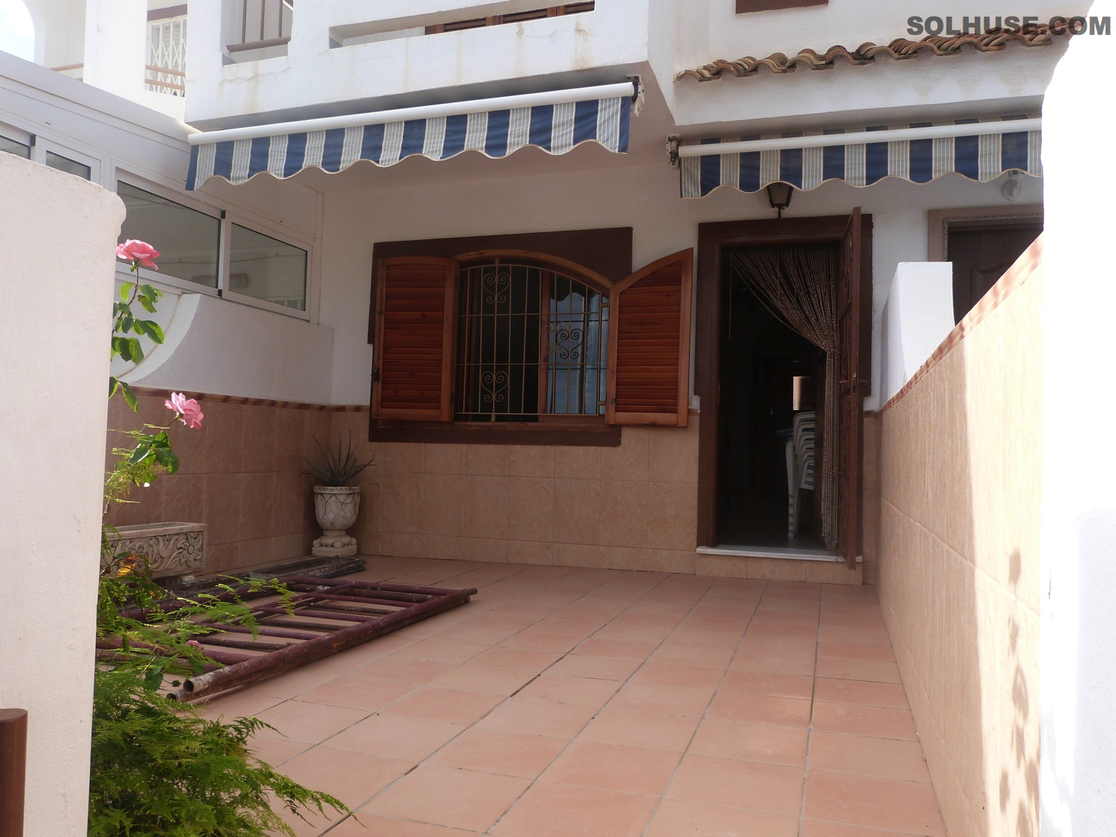 SPACIOUS  TOWNHOUSE  JUST MINUTES WALK TO BEACH & PASEO