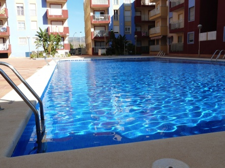 FAB 2 BED APARTMENT WITH COMMUNAL POOL & PARKING