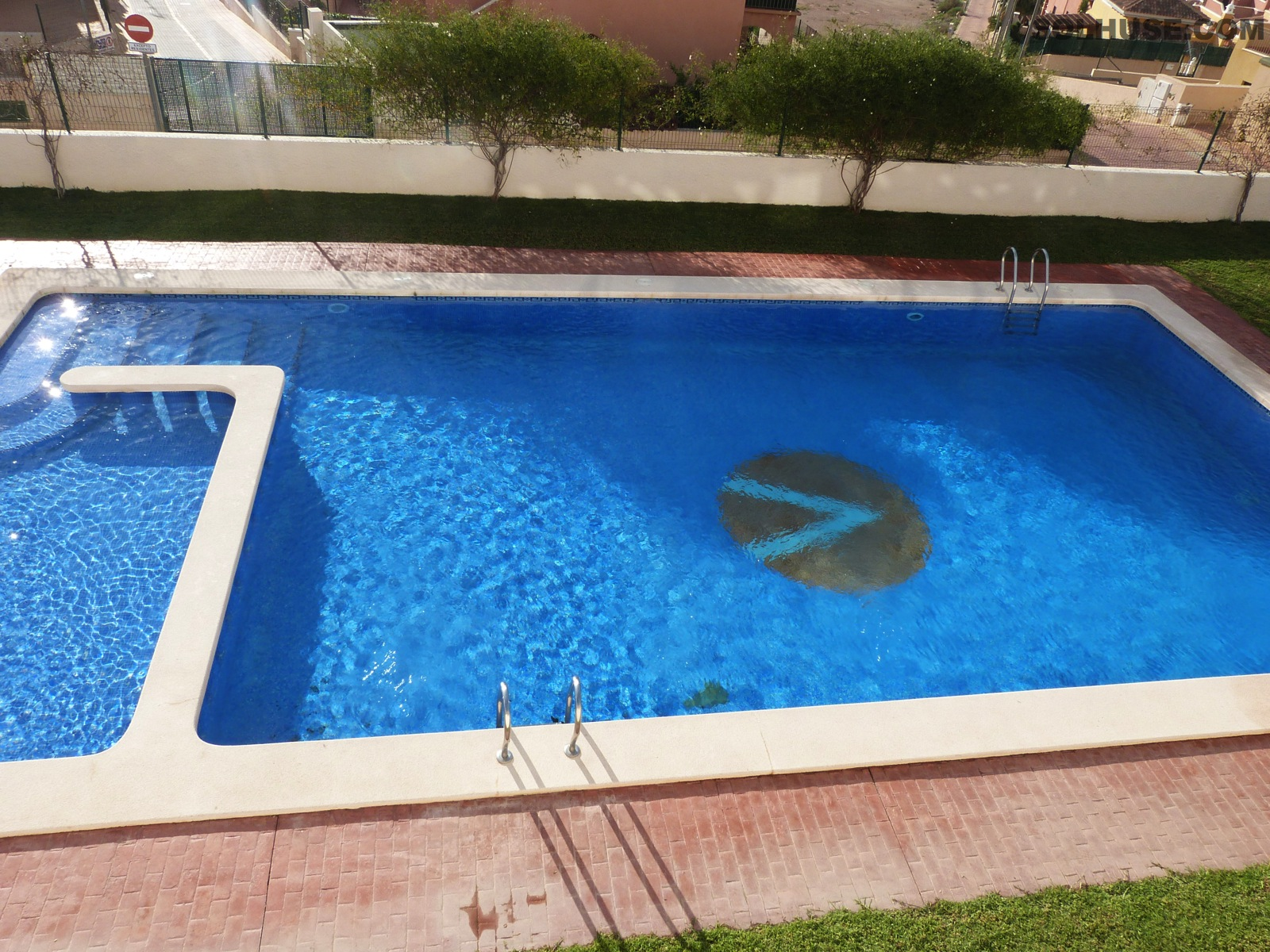 BEAUTIFUL APARTMENT WITH COMMUNAL POOL & STUNNING SEA VIEWS.