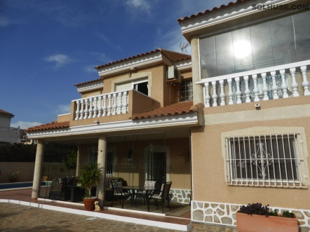 FABULOUS DELUXE VILLA WITH 4 BEDROOMS, POOL & SEA VIEWS