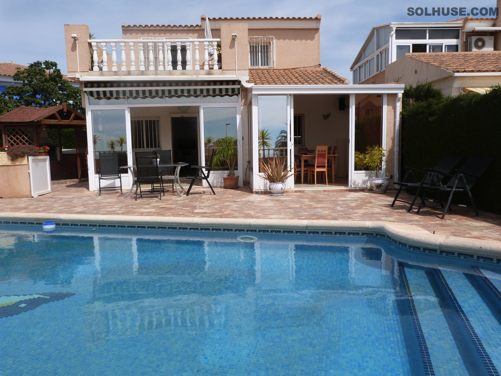 WONDERFUL DETACHED 3 BED VILLA, POOL & STUNNING SEAVIEWS