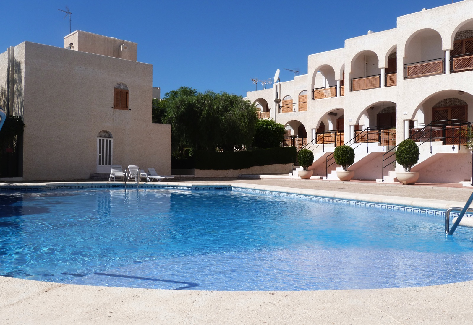 TOWNHOUSE, 3 BEDS, LOVELY COMMUNAL POOL