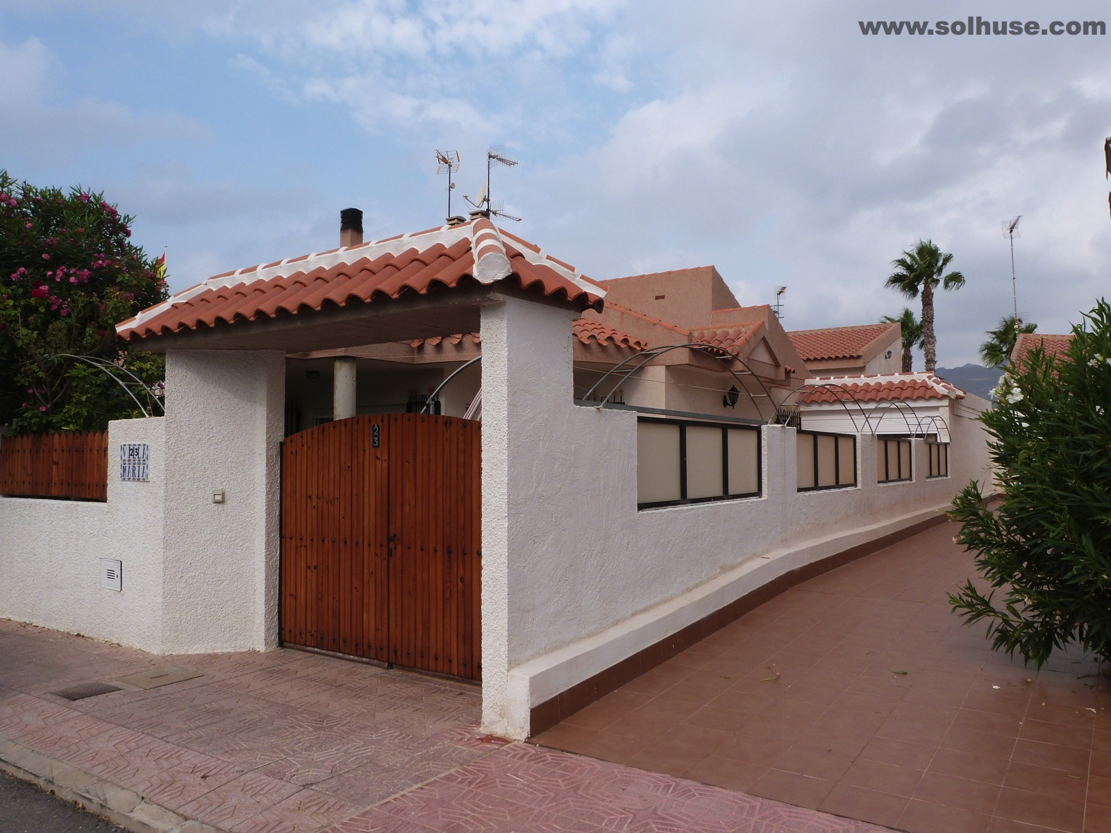 STUNNING VILLA WITH 3 BEDROOMS, ONLY MINUTES TO BEACH