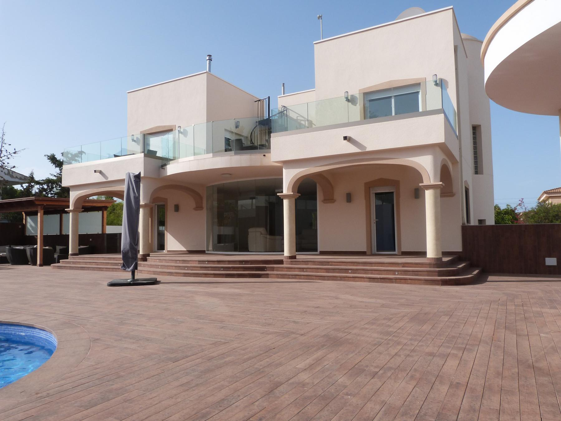 PALATIAL VILLA IN LOVELY SAN GINES
